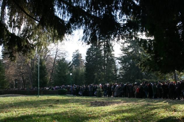 Oameni asteptand la rand la moastele Sfintei Filofteia
