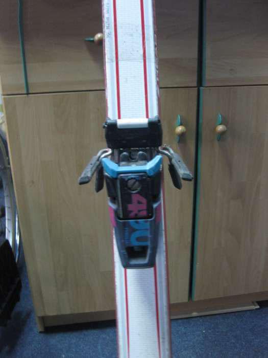 skiuri head radial cu legaturi tyrolia Deva vedere de aproape