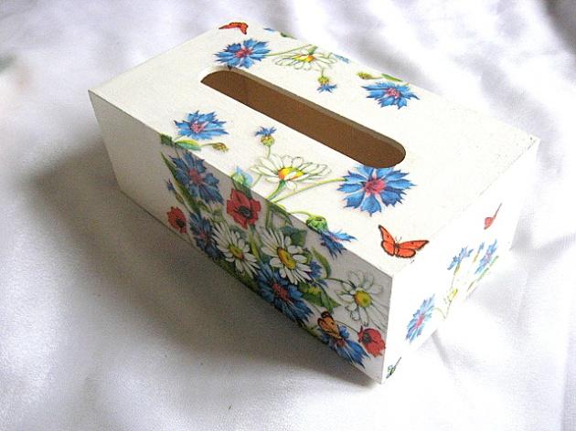 Cutie servetele flori maci, musetel, albastrele si fluturi pe fond alb 27647