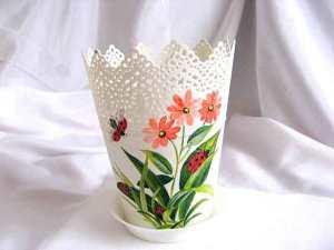 Ghiveci plastic cu design de flori roz si mamarute
